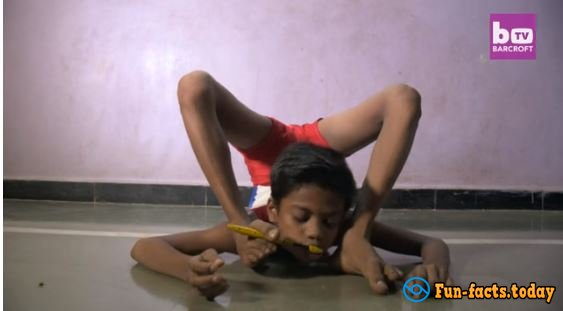 Gutta-Percha Boy can Bend his Body as he Wants