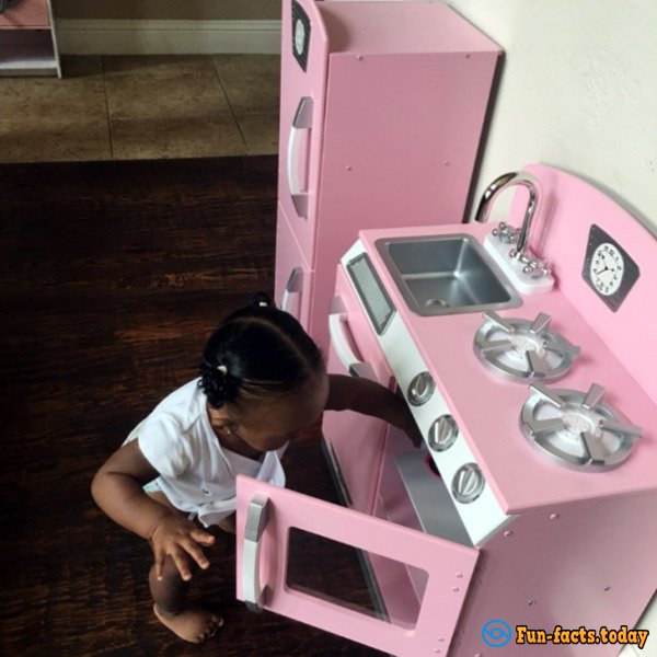 Little Princess! One-Year-Old Girl Has Own House, A Car and Lives in A Fairy Tale