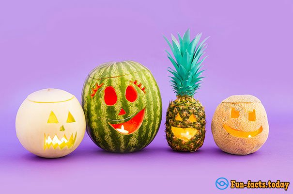 Unusual Trend for Halloween: People Use Pineapple Instead Of Pumpkin - And It Looks Very Nice