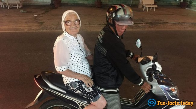 How 89-year-old grandmother Lena from Krasnoyarsk traveling around the world on her retirement.